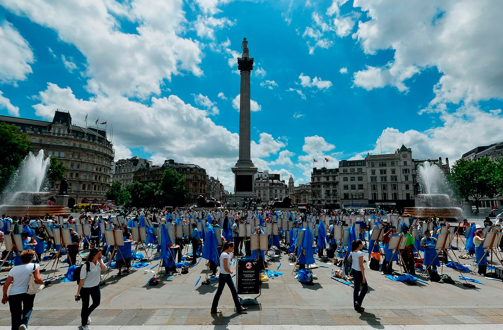 Blue Sky Day Trafalgar Square 360 Photography